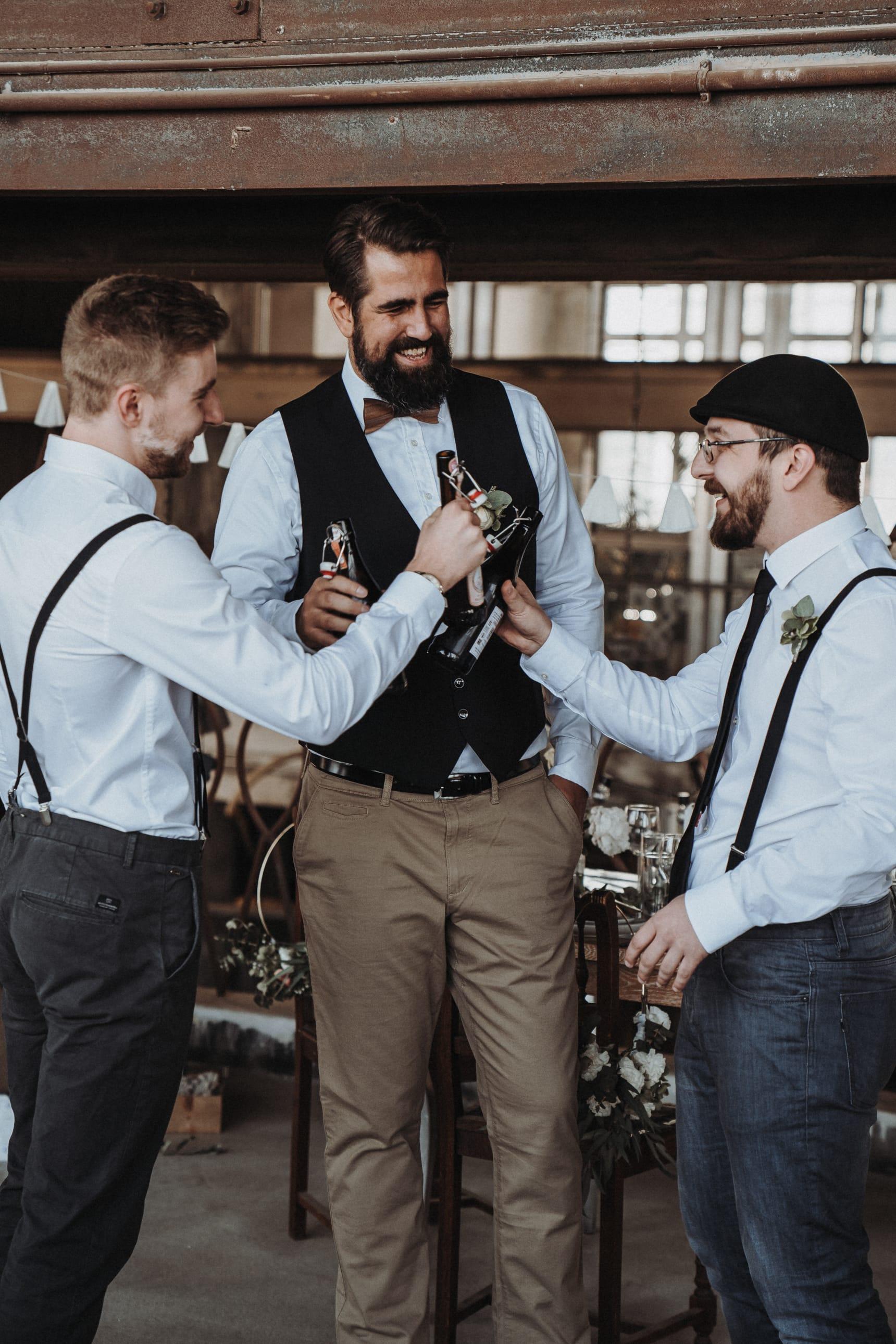 Braune_und_beige_Kleidung_Brautpaar_und_Hochzeit_02