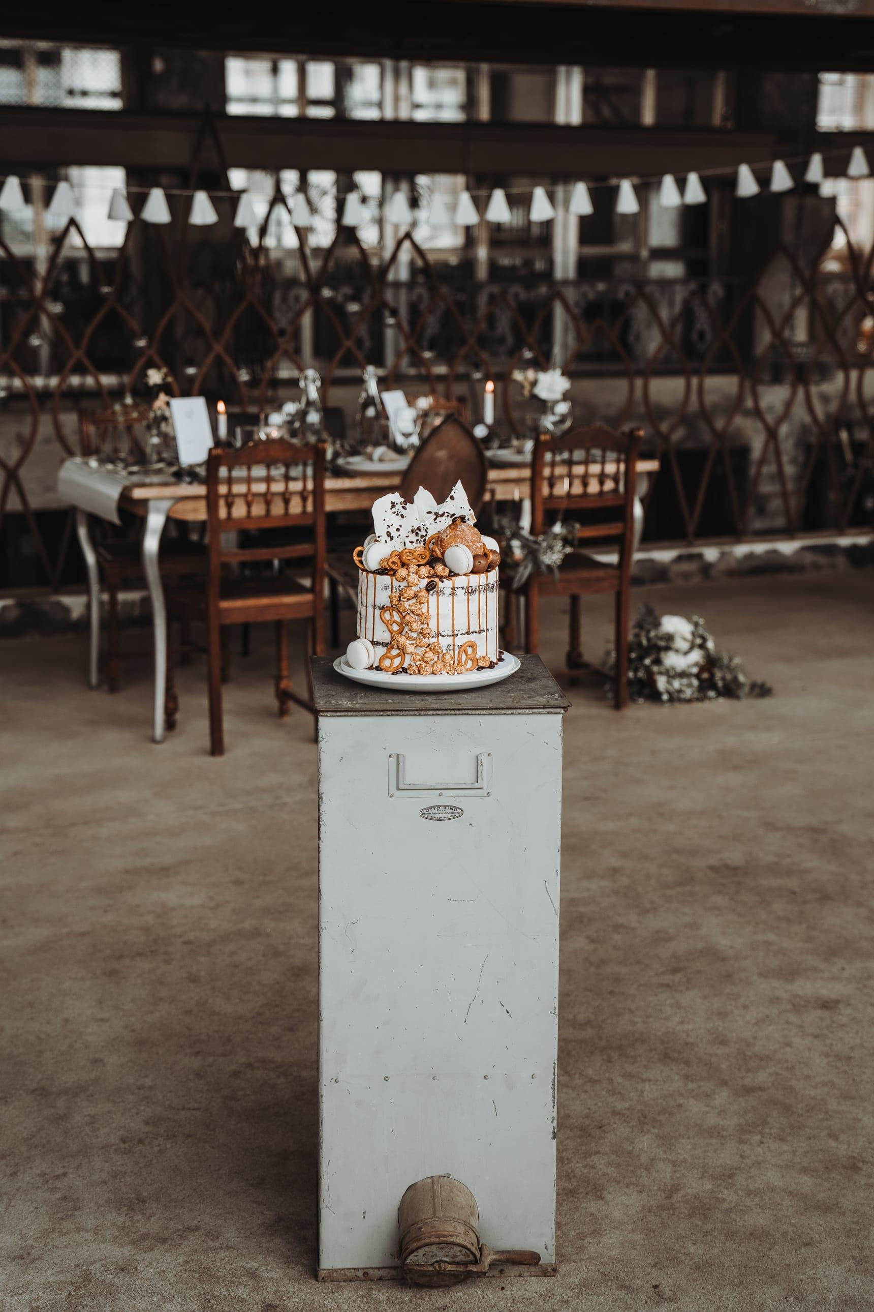 Hochzeitstorte_naked_cake_drip_cake_05