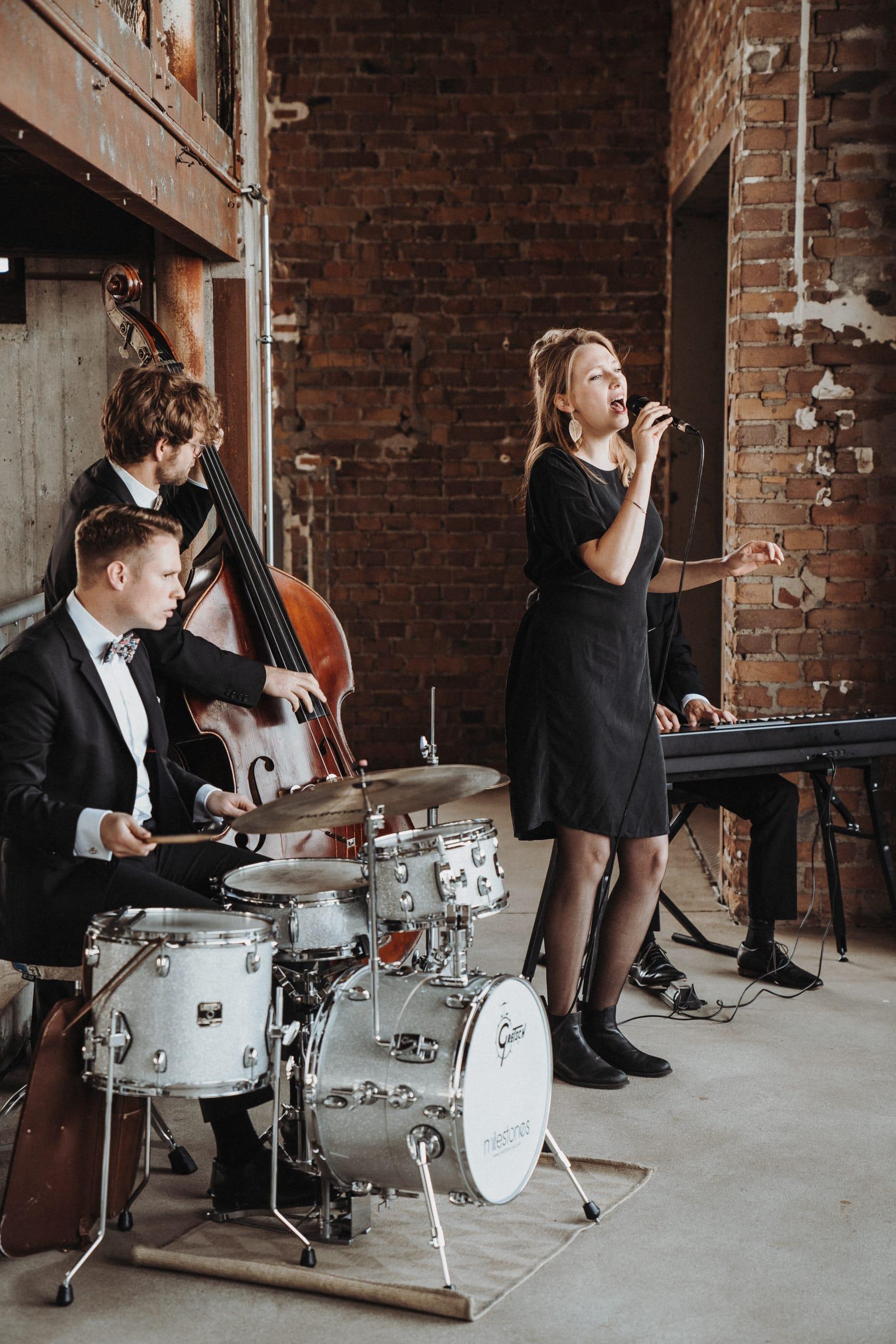 Live_Band_für_die_Hochzeiten_mieten_01